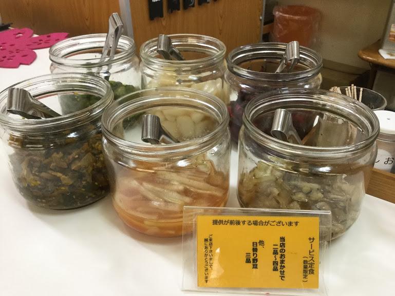 沖縄県産の食材で作る、薄衣の京風天麩羅「桜囲」漬け物食べ放題