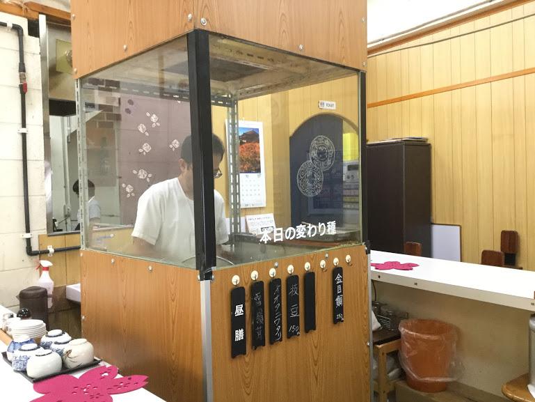 沖縄県産の食材で作る、薄衣の京風天麩羅「桜囲」天麩羅はここで作る