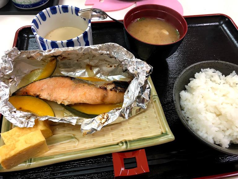 朝食も楽しめる沖縄県産の食材で作る、薄衣の京風天麩羅「桜囲」