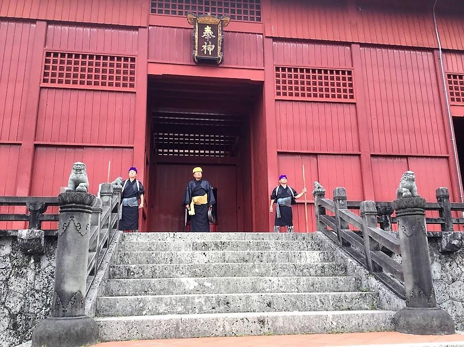 首里城の御開門儀式は毎日行います。