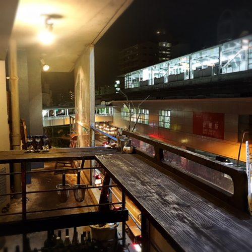 安里駅前のモガメン、テラス席