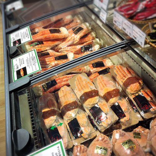 沖縄にある北海道のアンテナショップ「北海道くらし百貨店」カニも売っている