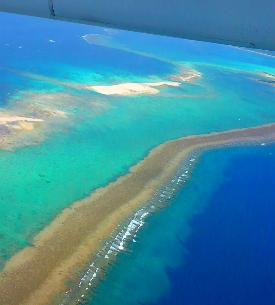 機内から見る久米島