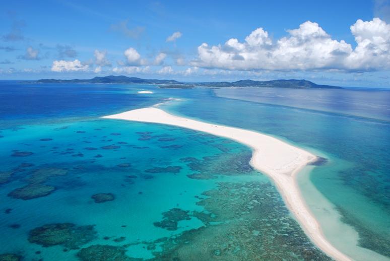 久米島の直行便が便利になって初日からハテの浜が楽しめます。