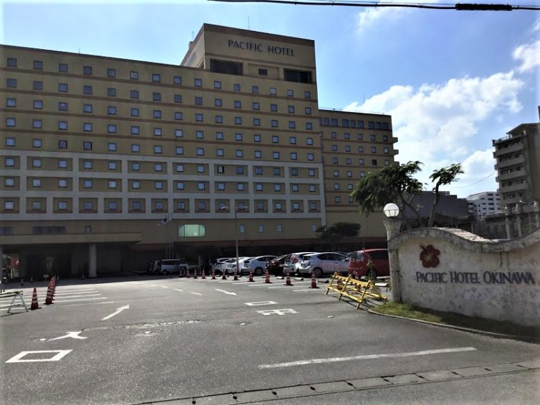 350台の平面駐車場を持つパシフックホテル那覇