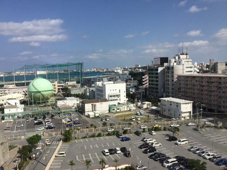 最上階から見たパシフックホテル駐車場