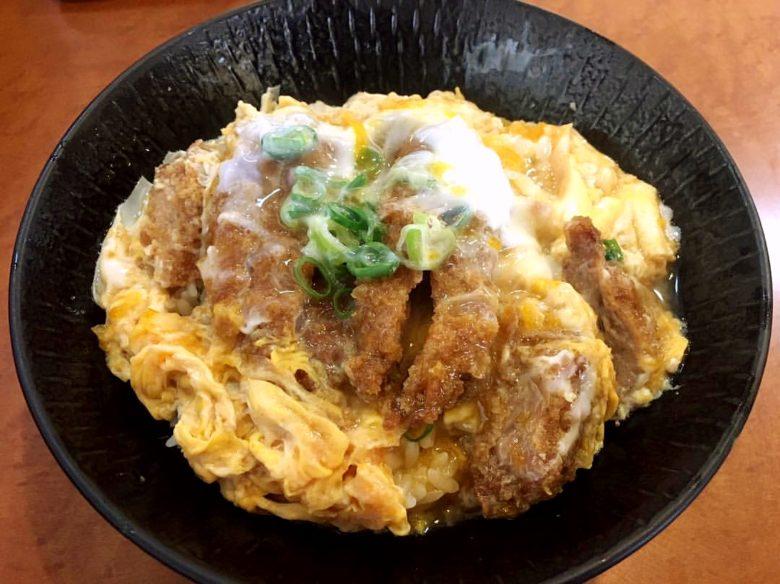 沖縄で神戸カツ丼?行列が出来るカツ丼専門店「神戸カツ丼 一どん」