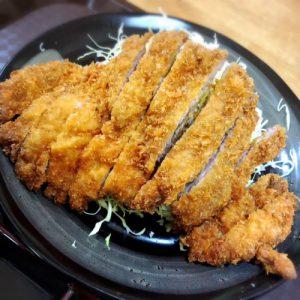 那覇で人気のとんかつ「かつ吉」で食べるワンコインランチ