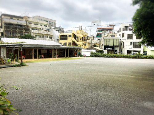 牧志公設市場移転先のにぎわい広場です。こちらに建て替え期間中に仮設の市場を作るそうです。