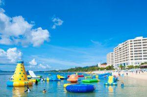 大人も大はしゃぎ!海上アスレチックのあるホテル・ビーチ5選!