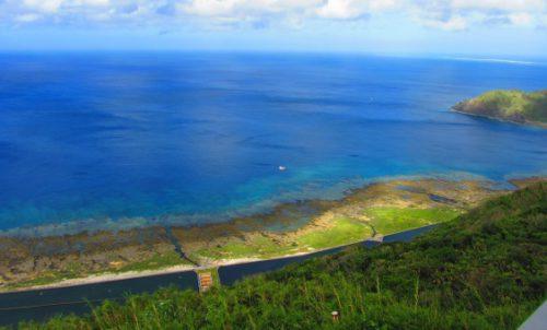 久米島の夏季限定バスくーみん号で行く比屋定バンタ