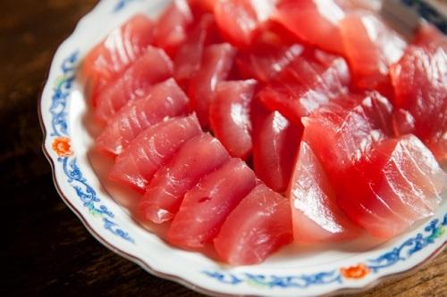 泊いゆまち、那覇泊港のとれたて新鮮魚市場のまぐろ