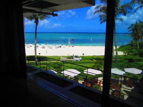 朝食会場がとっても素敵な沖縄本島のホテルムーンビーチ