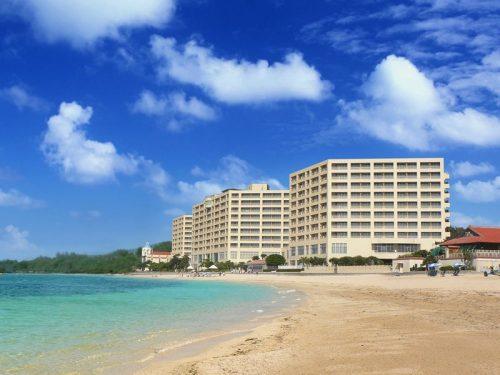 朝食会場がとっても素敵な沖縄本島のホテルリザンシーパークホテル谷茶ベイ