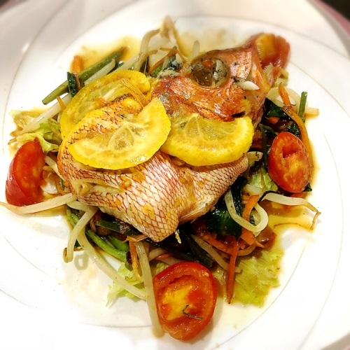 牧志公設市場の裏にある鮮魚がウマい旬鮮居食屋 「知花冷凍食品」