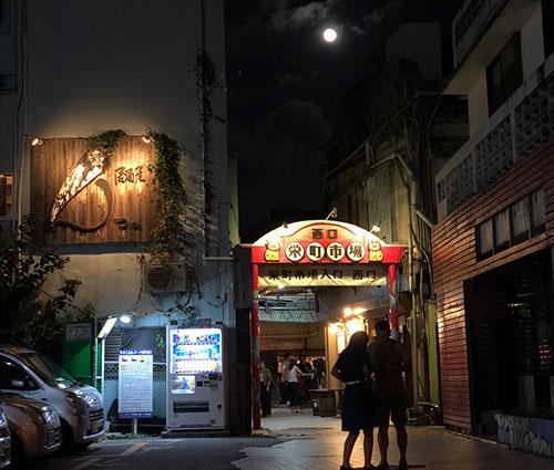 那覇市 栄町市場の屋台まつり!沖縄マチグヮーに登場おばぁラッパーズ