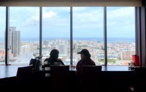 18階から望む那覇の景色と海を眺めながら1000円ランチ!「大地の恵」