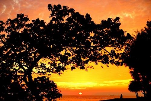 沖縄本島で感動する夕日スポット7選