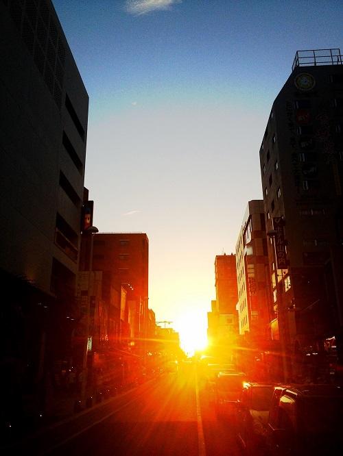沖縄本島で感動的な夕日が観れるスポット7選の国際通り
