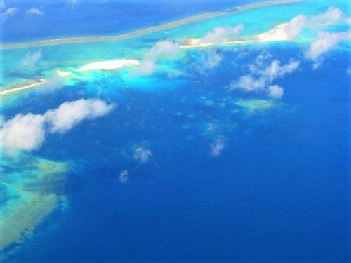 久米島ハテの浜の空からの映像