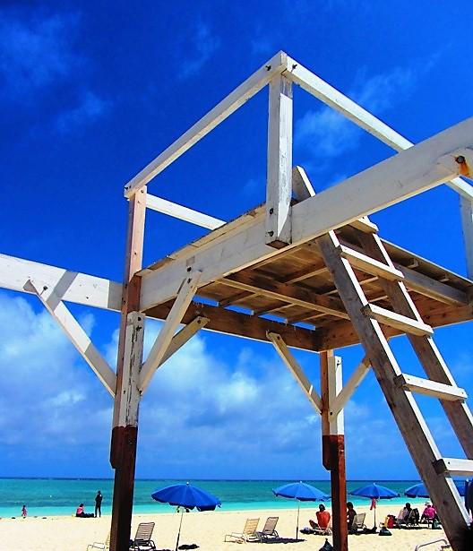 久米島ハテの浜なら、どこを撮ってもポスターのような出来栄え。