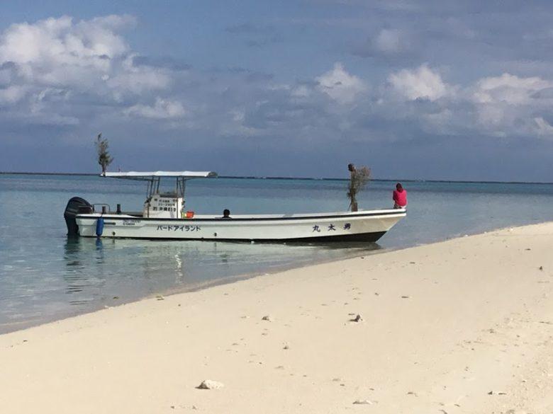 ハテの浜に向かうスピードボート