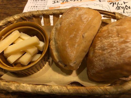 東京三軒茶屋の琉球と南欧のおしゃれな融合「琉球ビストロナチュール」のお通しはパン