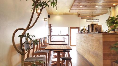 那覇でカフェするならオシャレな「トックリキワタ珈琲店」の客席