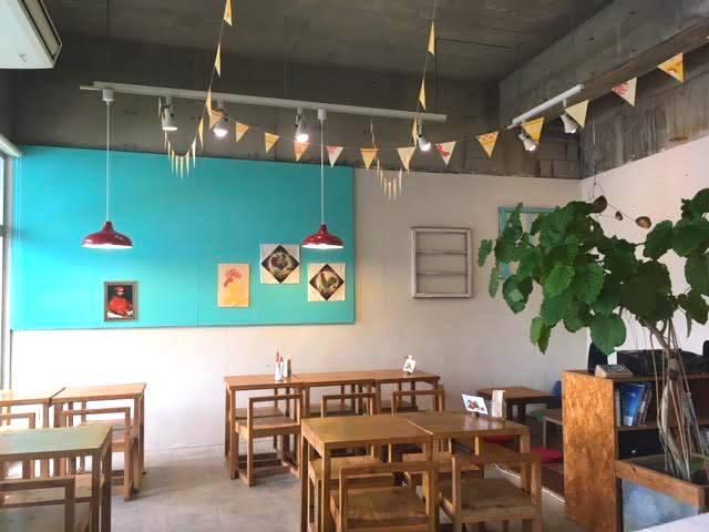 ブエノチキンのイートイン豚の丸焼き食堂
