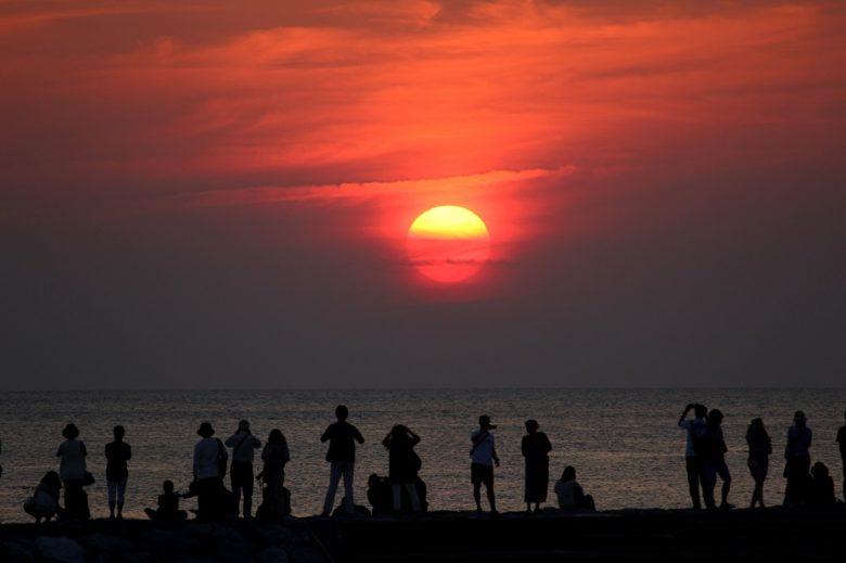 沖縄本島で感動する西海岸の夕日スポット