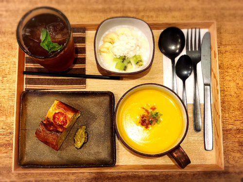 那覇でカフェするならオシャレな「トックリキワタ珈琲店」の食事