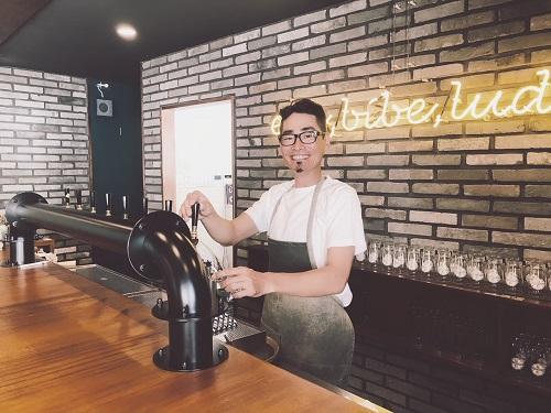 沖縄マチグァーから作りたてのクラフトビール「浮島ブルーイング」のオーナー