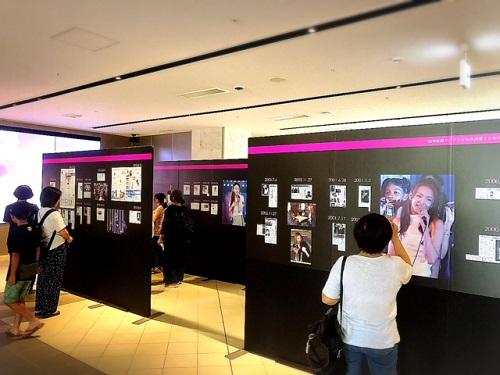沖縄は安室ちゃんフィーバー!琉球新報ビルに巨大安室ちゃんが出現