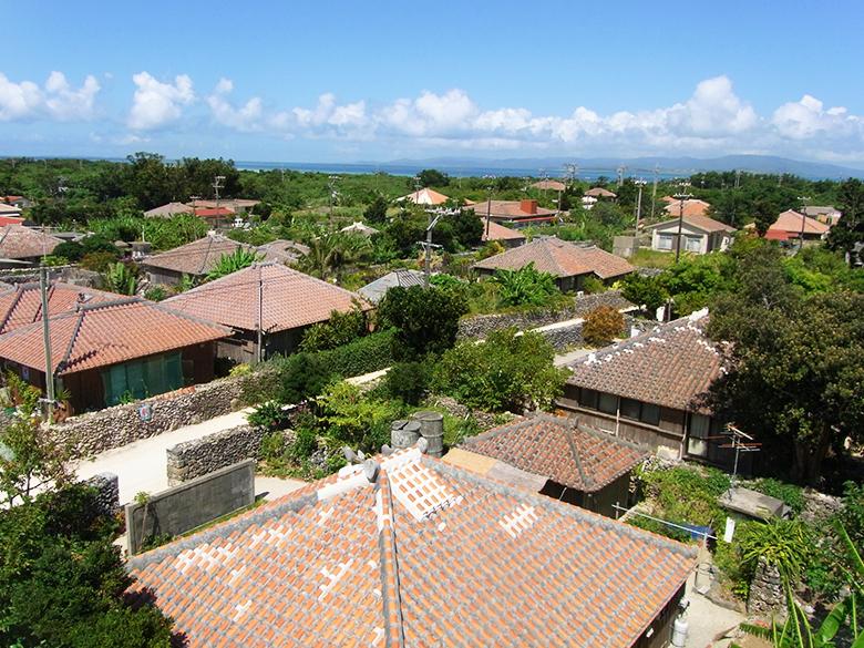 沖縄の赤瓦は台風に強い