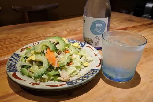 うるま市・神村酒造の夏限定泡盛「夏泡盛」とゴーヤーチャンプル
