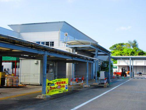 沖縄本島北部の離島伊是名島に向かうフェリーいぜな尚円は運天港から