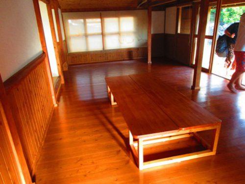 伊是名島の宿泊は古民家に泊まる板の間リビング