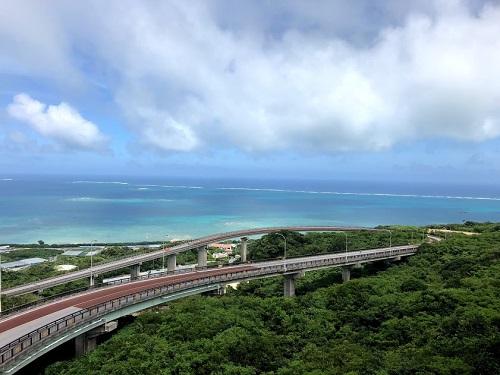 沖縄本島南部の絶景スポット「ニライカナイ橋 」