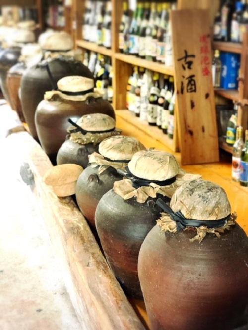 9月4日は古酒の日。泡盛仙人島袋正敏に古酒の奥深さを教えてもらう