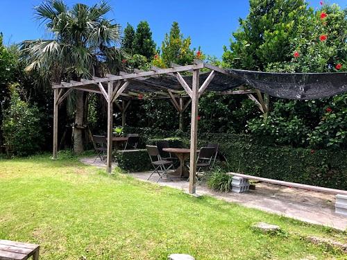 沖縄そば屋宜屋の中庭。ここは元家畜小屋跡