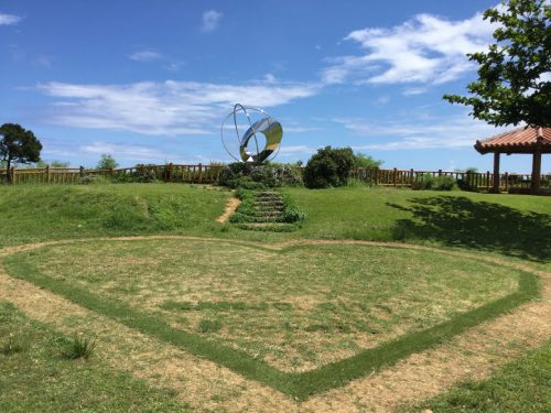 沖縄南部ドライブの穴場絶景スポット「知念岬公園」ハートのマーク