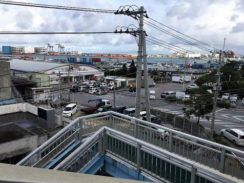 沖縄本島から離島をつなぐ泊港を望む泊大橋を泊いゆまちから歩いてみた!