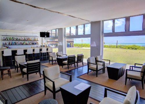 久米島イーフビーチホテルで海の見えるラウンジ