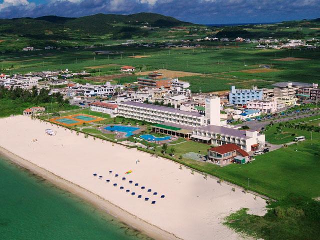 久米島イーフビーチホテルで海の見えるラウンジで過ごす!