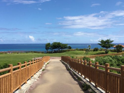 沖縄南部ドライブの穴場絶景スポット「知念岬公園」の入口はココ