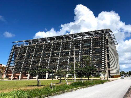 沖縄の個性的でカッコいい巨大な建築物糸満市役所