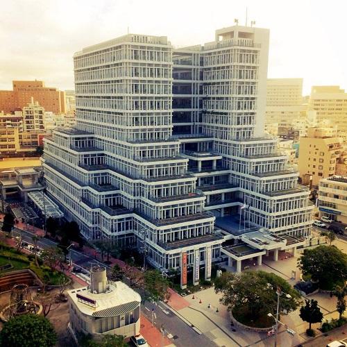 那覇市役所、沖縄の個性的でカッコいい巨大な建築物5選