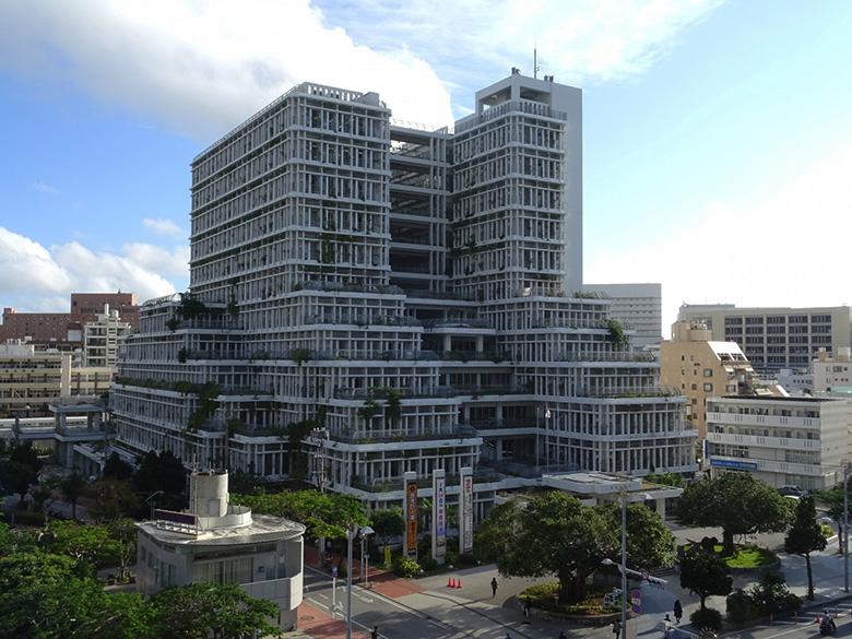 沖縄の個性的でカッコいい巨大な建築物5選!