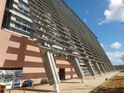 沖縄の個性的でカッコいい巨大な建築物糸満市役所の省エネ構造