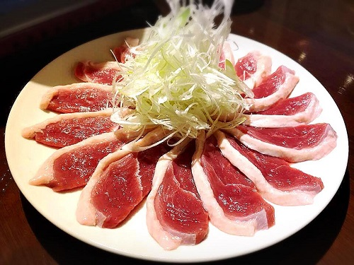 浦添市の「蕎麦と肴処 和ノ実」で、蕎麦前鴨肉